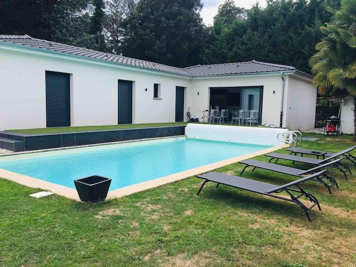 Maison neuve 2 chambres et séjour sur piscine.