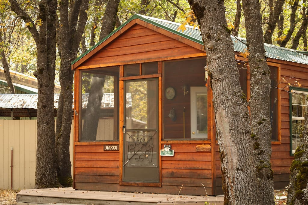 Cozy cabin on a beautiful ranch houses for rent in mount for Mount shasta cabins for rent