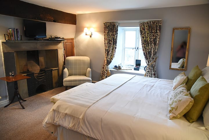Sking/twin Room B&B near HayonWye/private bathroom
