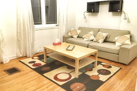 Minimalist 2 bed apartment in Little Italy - Toronto