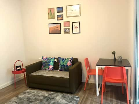 24hr Check in  / Modern retreat  5mins  to Airport