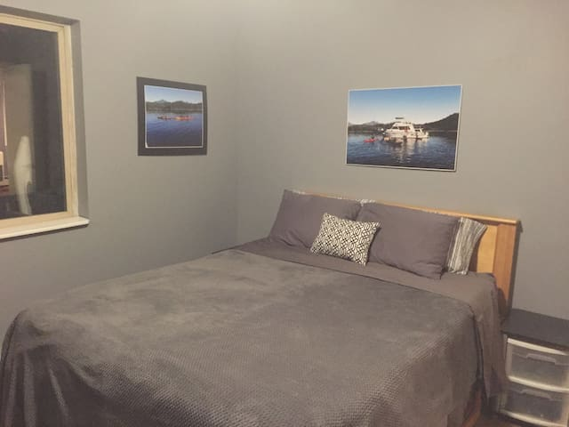 All Alaskan Kayak Room- Queen Bed, Private Bath.