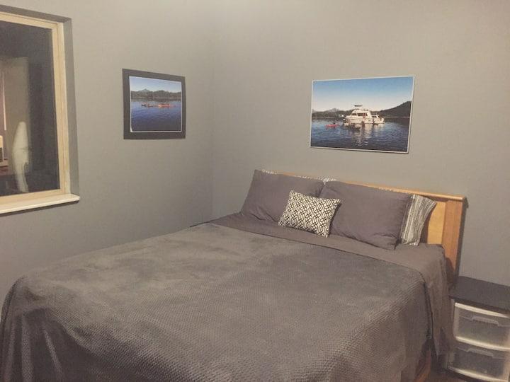All Alaskan Kayak Room- Queen Bed, Private Bath.