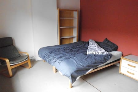 Studio 35m2 with own separete kitchen and bathroom - Tienen - Apartemen