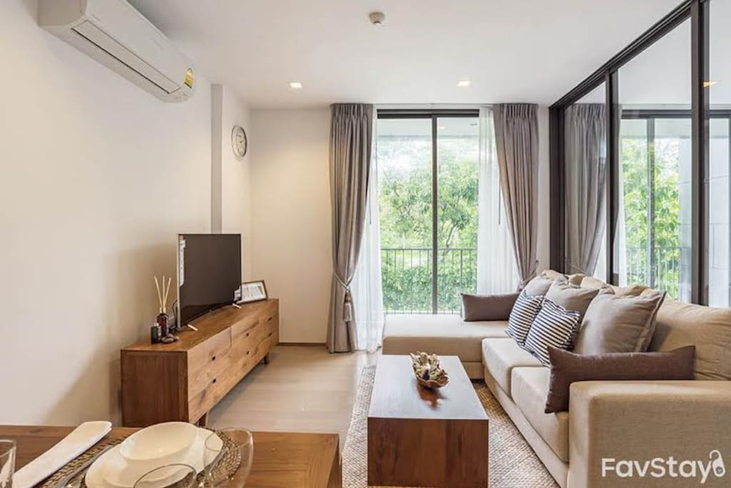 """Cozy space with smart curved TV 50"""""""