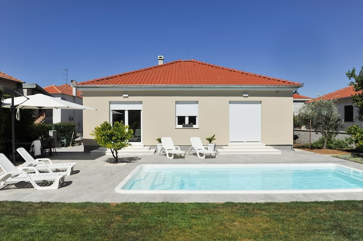 Amazing pool house Tony with private parking