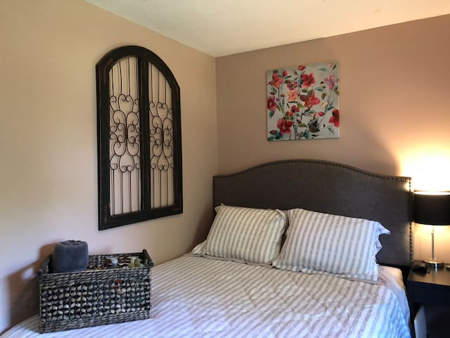 Designer Room in Family Home near Lions Club Park