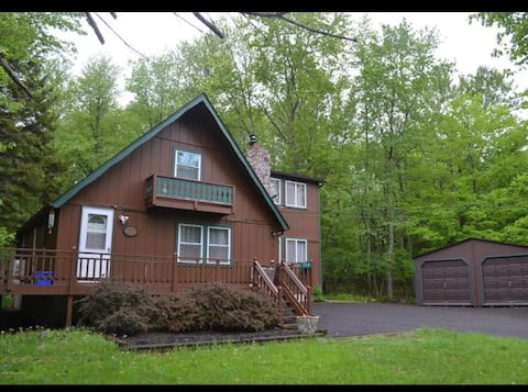 Gigi's Chalet - A Charming Pocono Retreat!