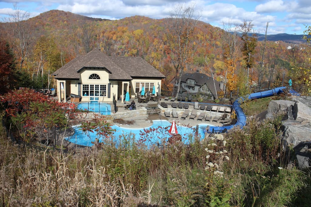 Gorgeous outdoor pool and hot tub open all year round!!