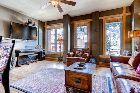 Cozy 1 bedroom Mountain Retreat on Main Street in the heart of it all.  Walk to lift.  No need for vehicle.