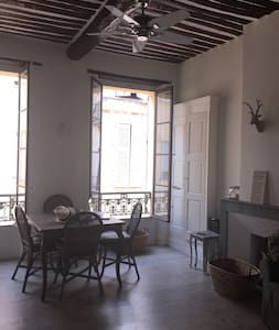 Elegant spacious flat, old Antibes - Appartement