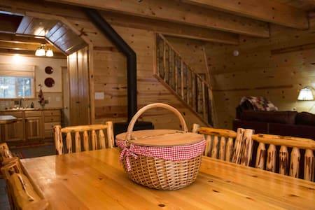 Nana's Cozy  Cabin  WiFi , close to Yellowstone