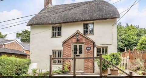 Beautiful Thatched Cottage in the Pewsey Vale