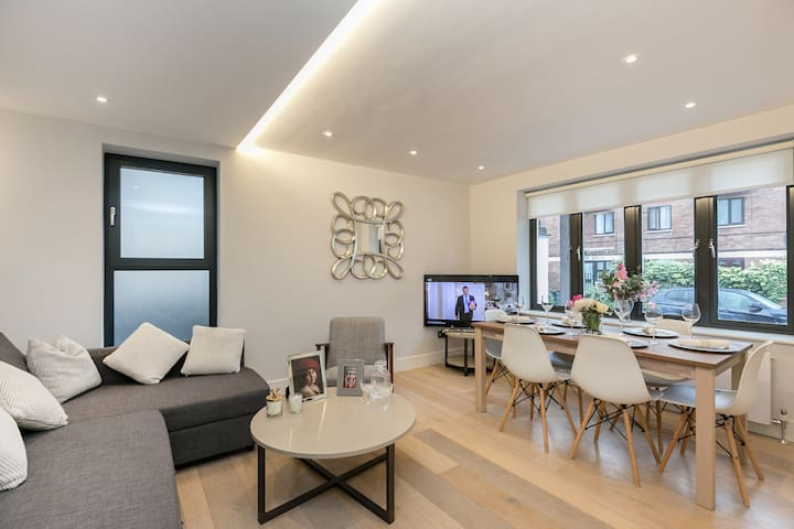 Beautiful Modern 3 Bed Flat Just off Portobello Rd