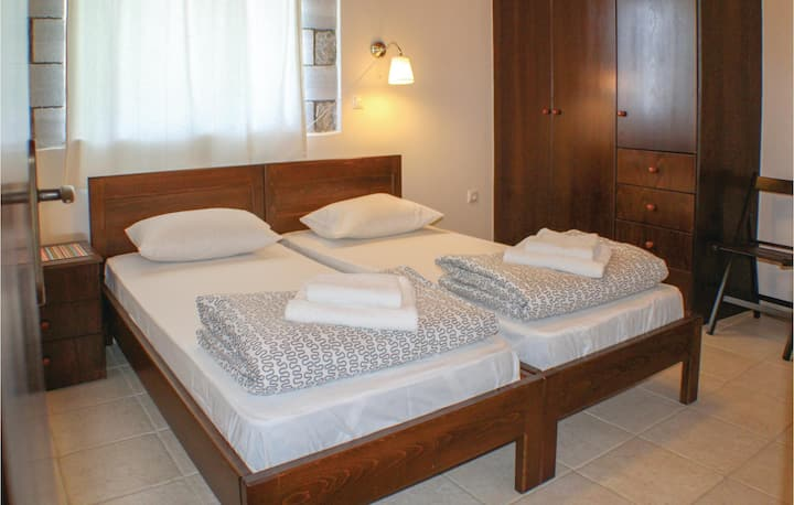Stunning home in Kalamata with WiFi and 3 Bedrooms