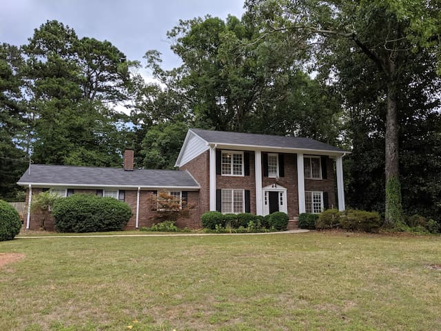 Large east Athens home for family/friend visits