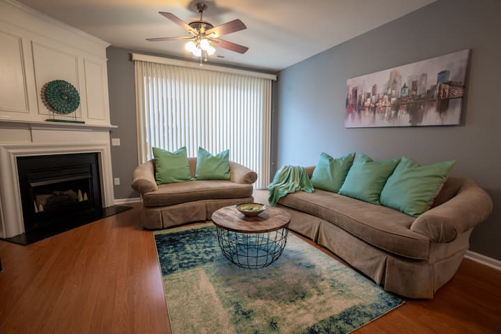 Cozy townhouse - Great price offer for long stays!