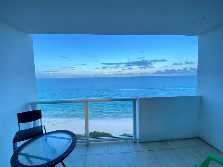 Ocean View & Balcony w/Pool & One Free Parking!
