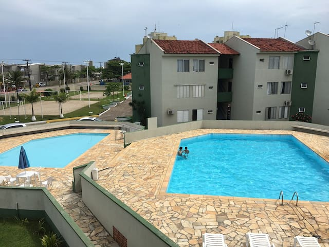 Apartamento com piscina a uma quadra do mar - Guaratuba - Apartment