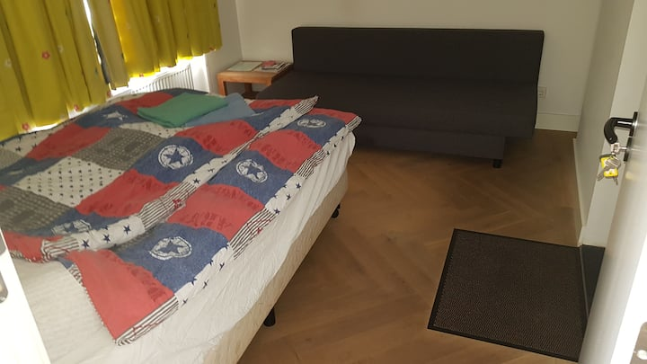 Nice room for 2 in city centre on ground floor.