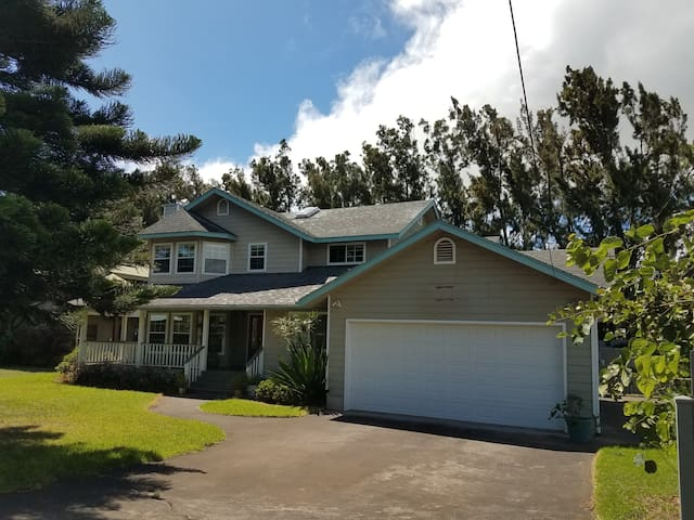 Aloha Private Room, Beautiful Home, Walk to Town