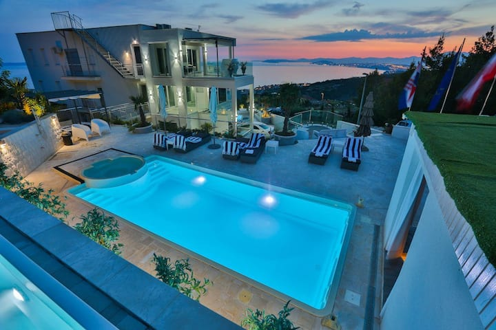 """""""BERFAMI""""-luxury villa with 3  pools for 12 people"""
