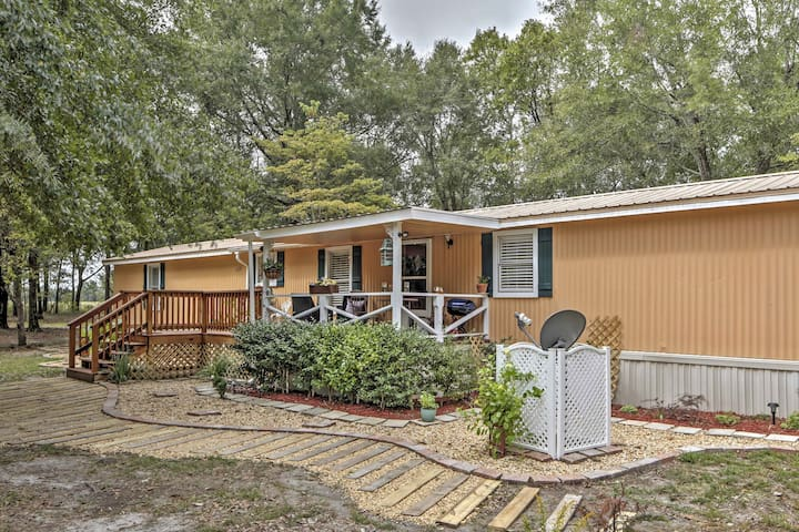 Charming 2BR Live Oak Home Near Outdoor Recreation