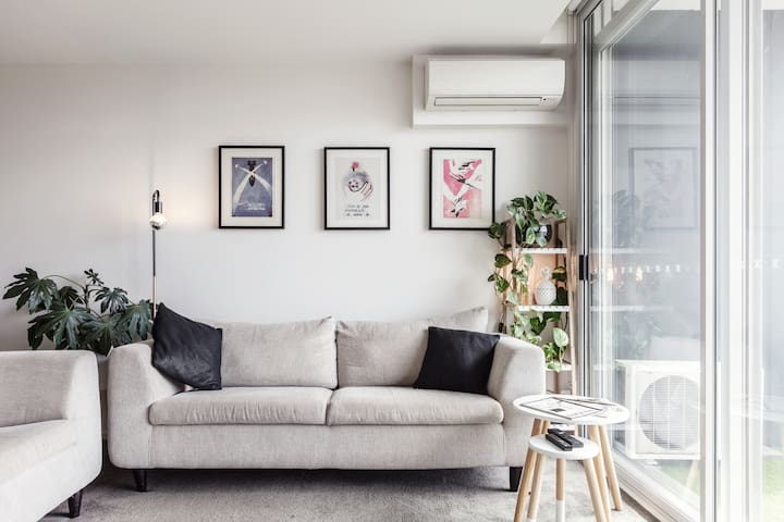 Sun Drenched, Modern Apartment in Footscray