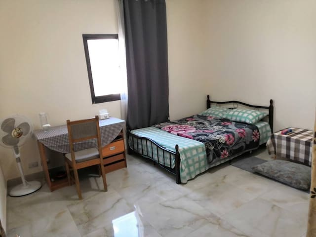 Clean and cheap room in the core area of ​​Dakar