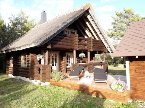 Pähkli Seaside Cottage with Cozy Outdoor Patio