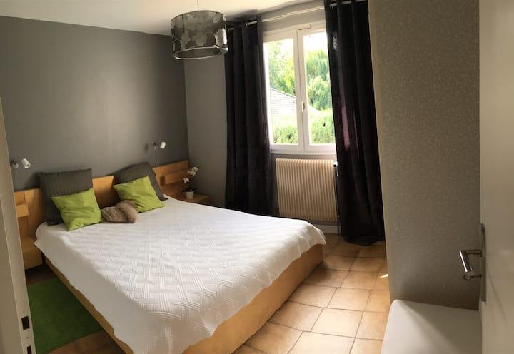 Cosy Room near Geneva in a nice House (in France)