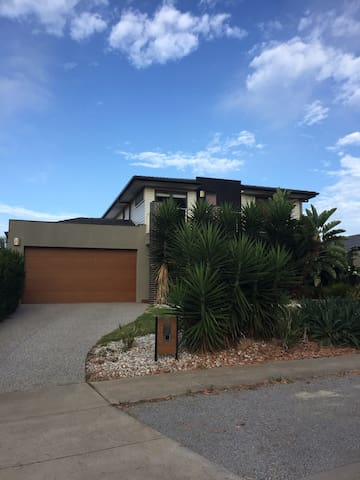 Comfortable modern home - Torquay - House
