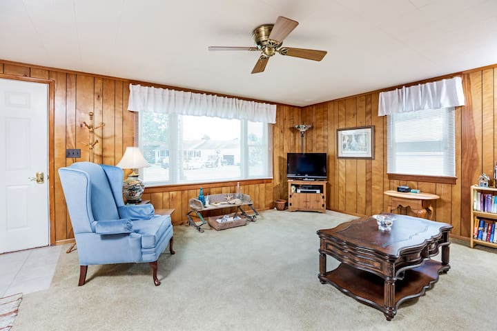Piper`s Perch is a delightful Chincoteague Island Vacation Rental that sleeps 6!