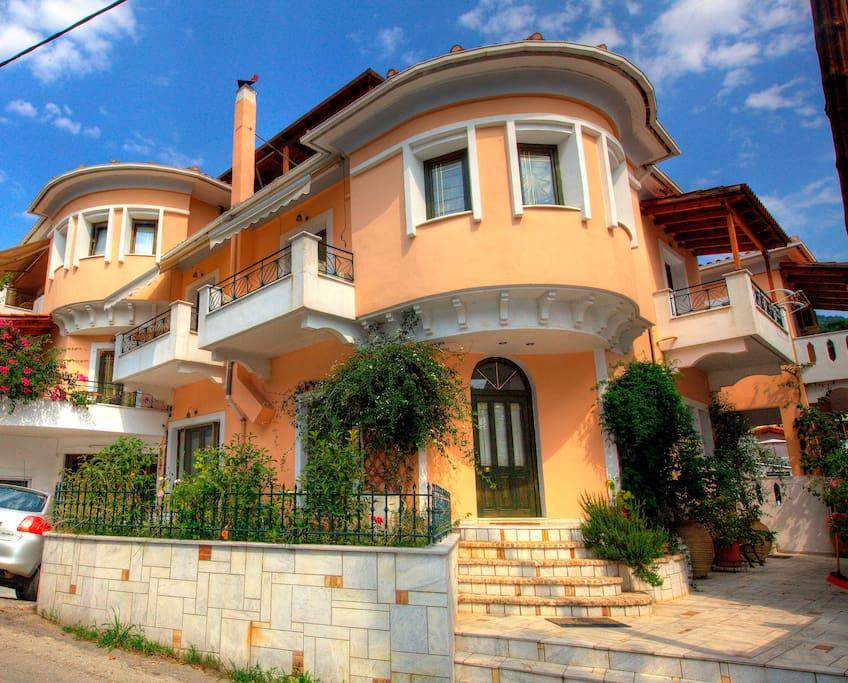 Ilian House