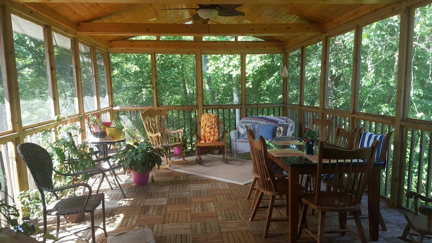Cozy 4br Home! Nestled with a View! - Elkview - Casa
