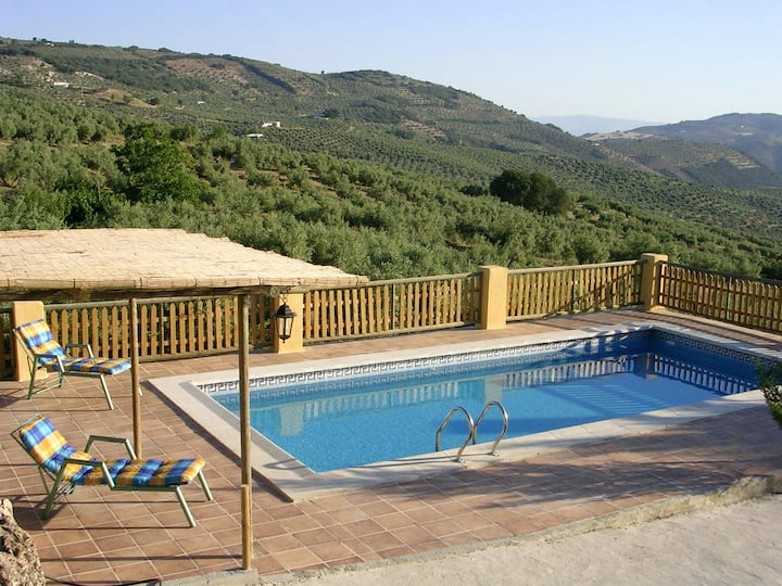 House with 2 bedrooms in Montefrío, with wonderful mountain view, private pool, enclosed garden - 80 km from the slopes