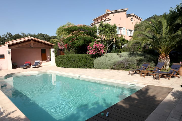 4* Vineyard Villa with heated pool and seaview
