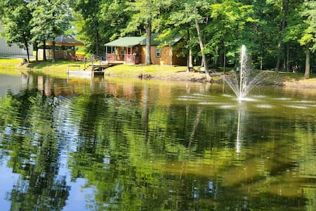 CUTE LITTLE PRIVATE CABIN & TIKI-  BAR ON POND