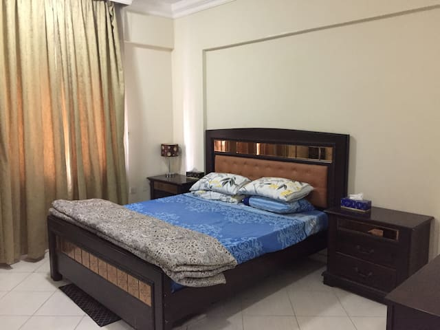 Doha's prime Luxury B&B apt with pool,Gym & Sauna. - Doha - Appartement