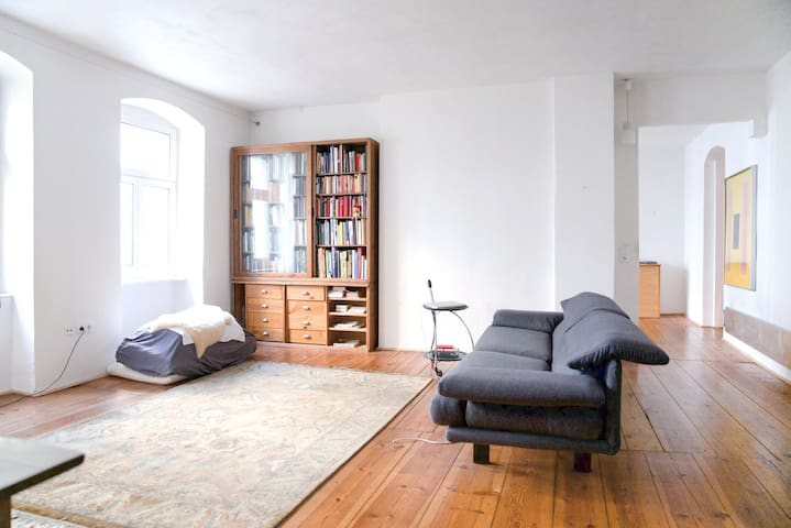 Quiet 120 sqm apartment in the heart of Berlin