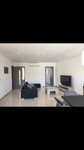 Clean,Modern.Central,2 bedroom Apartment Swieqi