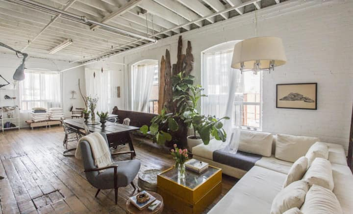 Gorgeous Photogenic Artist's Loft