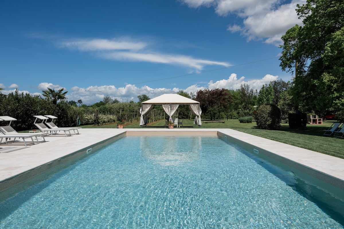 Traditional Villa Niccolai With Pool Near Lucca