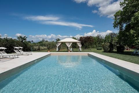 Traditionele villa Niccolai met zwembad vlakbij Lucca