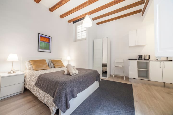 entire loft private: bedroom, kitchen and bathroom