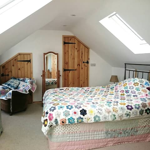 Cottage comfort, light and quirky