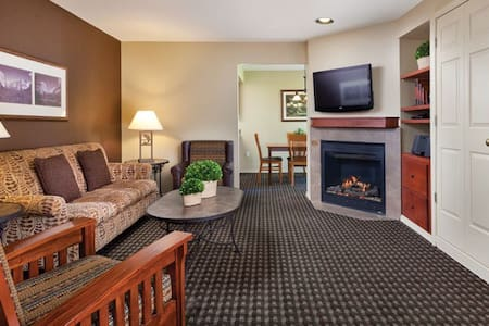 Premium TownHouse Sleeps 6-8 #2 - Bass Lake