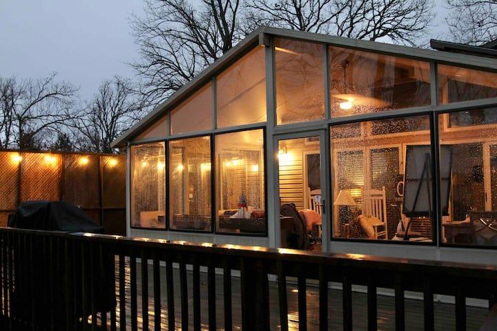 Lakefront Cottage at Branson SDC sleeps 12!