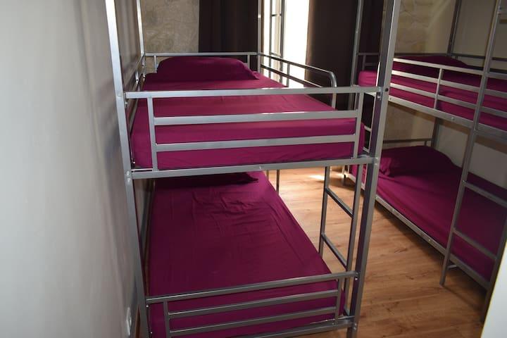 Dortoir fille supérieure (6 lits) ( LIT 2 )