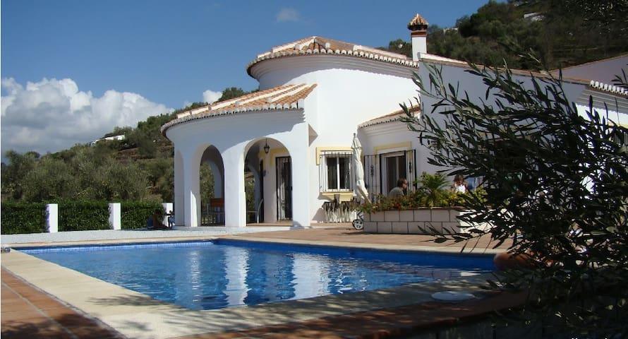 Casa Arco Iris - sehr schöne Landhausvilla - Sayalonga - Huis